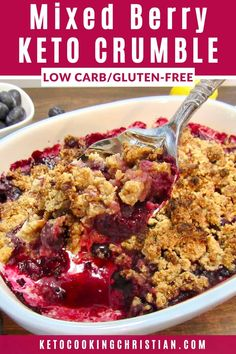 Recipes Snacks Mixed Berry Crumble - Keto, Low Carb & Gluten Free A mix of blackberries, blueberries and raspberries baked with a cinnamon streusel like crumble topping! Keto Foods, Ketogenic Recipes, Diet Recipes, Healthy Recipes, Ketogenic Diet, Dessert Recipes, Recipes Dinner, Breakfast Recipes, Keto Desserts