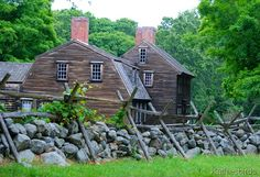 lexington country homes alliance ohio Colonial House Exteriors, Colonial Exterior, Colonial Architecture, New England Homes, New England Style, England Houses, Early American Homes, American Houses, Log Cabin Exterior