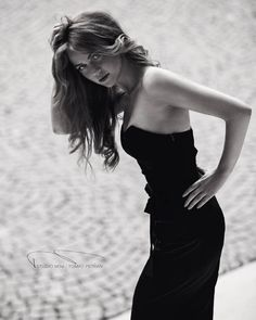 To fall in love with someone's thoughts - the most intimate, splendid romance💞 📷@tomaspetranphoto ➡follow him, he is very talented & tries to see women in their best way👌Thank you Tom, also for our friendship💋 _______________ #woman #susanetalks #redhead #blackandwhite #elegant #sexy #wavyhair #model #modeling #fashion #bravogreatphoto #createcommune #pr0ject_uno #vsco #igerscz #liberec #puremodel #look #classy #sensual #instagram_faces #_fairies #blogger #feminine #strong #freckles…