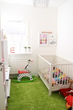 Nursery, I like the green carpet with the white walls. It's refreshing & light. Looks like grass on a football pitch x Bedroom Green, Room Decor Bedroom, Kids Bedroom, Bedroom Ideas, Grass Carpet, Grass Rug, Creative Kids Rooms, Kids Room Paint, Room Kids