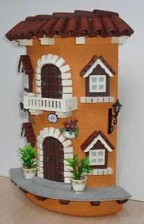 Risultati immagini per teja decorada en relieve Clay Houses, Ceramic Houses, Stone Houses, Diy Crafts Slime, Diy And Crafts, Arts And Crafts, Paper Crafts, Clay Fairy House, Fairy Houses