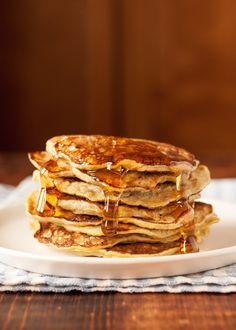 Mash the banana. Peel the banana and break it up into several big chunks in a medium bowl. Use a dinner fork to thoroughly mash the banana. Continue mashing until the banana has a pudding-like … Banana Breakfast, Banana Pancakes, Breakfast Recipes, Ricotta Pancakes, Brunch Recipes, Pancake Recipes, Banana Recipes, Breakfast Ideas, Oatmeal Pancakes