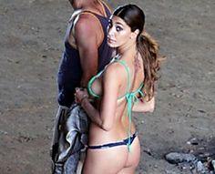 Belen in spiaggia a Cefalù, le foto del set rubate