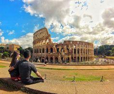 Coliseu (em italiano: Colosseo) também conhecido como Anfiteatro Flaviano é um anfiteatro oval localizado no centro da cidade de Roma capital da Itália. É o maior anfiteatro já construído e está situado ao lado do Fórum Romano. A construção começou sob o governo do imperador Vespasiano em 72 d.C. e foi concluída em 80 sob o regime do seu sucessor e herdeiro Tito. Estima-se que o Coliseu poderia abrigar entre 50 mil e 80 mil espectadores com uma audiência média de cerca de 65 mil pessoas…