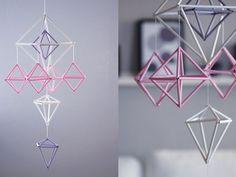 DIY: mobiel van rietjes in geometrische vormen Roomed | roomed.nl