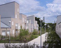 Vue depuis le parking vers l'une des sentes - Architecte(s) : Raphaël Gabrion