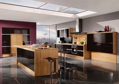 High-Gloss-Kitchen-Design-in-Black-and-veneer