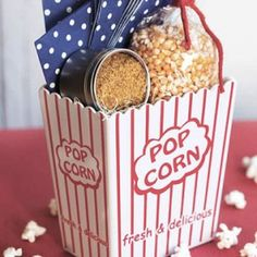10 Gorgeous DIY Gift Basket Ideas Want to give someone a fun and unique gift for Christmas (or any other special occasion)? Check out these 10 great DIY gift basket ideas! Diy Christmas Baskets, Diy Christmas Gifts, Holiday Gifts, Hostess Gifts, Xmas, Homemade Gifts, Diy Gifts, Popcorn Gift, Popcorn Kernels