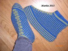 Jeg har strikket et nytt par Bosnia-tøfler, jeg synes de er så fine. Gode og varme er de også. . Her kan du lese om opphavet til disse tøfle...