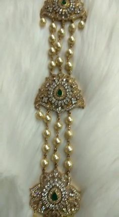 Pearl Necklace Designs, Jewelry Design Earrings, Gold Earrings Designs, Gold Jewellery Design, Gold Temple Jewellery, Silver Wedding Jewelry, Silver Jewellery Indian, Gold Jewelry, Indian Bridal Jewelry Sets