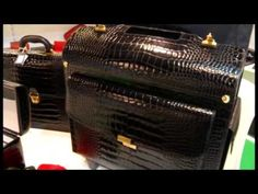 Anna Mascolo presenta #CepiPelletterie per Moda in Italy.  #leather #Mipel #fashion #accessories #gift #MadeInItaly #handmade #luxury