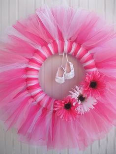 girl-bedroom decoration DIY tulle wreath ideas ballet theme white pink tulle ballet shoes
