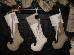 http://christyjohnson.org/handmade-vintage-linen-christmas-stockings        http://www.susieharrisblog.com/2010/11/last-year-these-st...