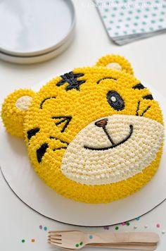i heart baking!: qiaohu tiger cake I Heart Baking ! Fondant Cupcakes, Cake Icing, Cupcake Cakes, Buttercream Cake, Buttercream Decorating, Butter Cupcakes, Fondant Bow, 3d Cakes, Fondant Tutorial