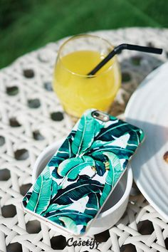 Click through to see more protective iPhone 6 phone case designs by Shaughnessy Keely >>> https://www.casetify.com/de_DE/shaughnessy/collection #phonecase #palmtree #gardenart #summer | @casetify