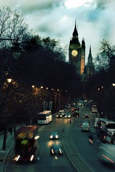 We love London in this picture, looking very eerie and spectacular! #LovingBritain