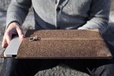 "Cocones - MacBook Air /Pro 13"" Merino wool and premium leather sleeve, Deep Caramel Brown"