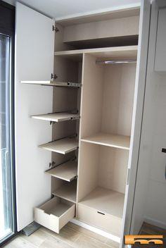armario_a_medida_cabezal_cama_izq_interior_diseño Wardrobe Room, Wardrobe Design Bedroom, Wardrobe Cabinets, Closet Bedroom, Armoire Entree, Bedroom Cupboard Designs, Closet Layout, Dressing Room Design, Closet Designs