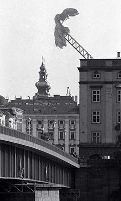 +1 #AntiqueContemporain : Haus-Rucker-Co, Nike, installée de 1977 à 1979 à Linz (réinstallation possible en 2015)