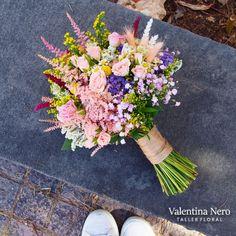 Ramo de novia boho, con flores frescas de temporada.
