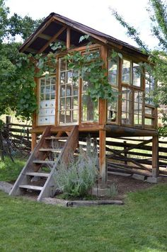 She Sheds - the grown up version of a playhouse. i would like one of these built on top of my chicken pen for a dual purpose building.