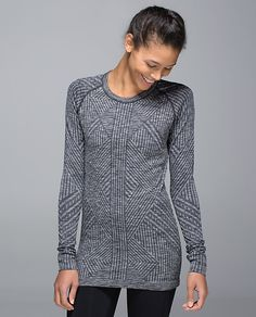 Lululemon Rest Less Pullover Black and grey rest less pullover with stretchy soft fabric. Thumbholes are perfect for running lululemon athletica Tops Skier, Camisole, Winter Running, Athletic Outfits, Facon, Workout Tops, Fitness Fashion, Fitness Gear, Long Sleeve Tops