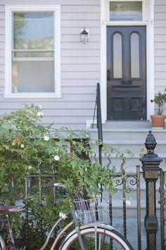 black door, white trim, grey walls, - what colour roof? Exterior Gray Paint, Exterior Color Schemes, Exterior Paint Colors For House, House Color Schemes, Paint Colors For Home, Exterior Design, Paint Colours, Grey Paint, Up House