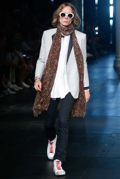Saint Laurent - Spring 2016 Menswear - Look 18 of 77?url=http://www.style.com/slideshows/fashion-shows/spring-2016-menswear/saint-laurent/collection/18