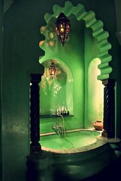 Who'd have thought green would be an amazing color for the bathtub!!!