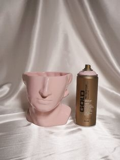Simple Ceramic Makeover –TO IMPRESS – JUST ADD COLOR Gold Spray Paint, Gold Line, Perfume Bottles, How To Apply, Ceramics, Happy Monday, Simple, Tableware, Diy