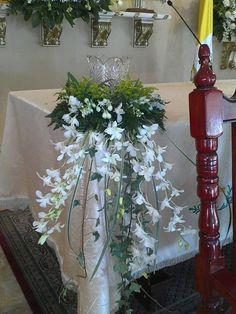 By Renee's Candles – Wedding Candles Ideas Altar Flowers, Church Flower Arrangements, Church Flowers, Beautiful Flower Arrangements, Floral Arrangements, Beautiful Flowers, Wedding Flowers, Floral Centerpieces, Wedding Centerpieces