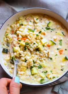 Creamy chowder loaded with fresh corn and zucchini is the best summer food! This… Creamy chowder loaded with fresh corn and zucchini is the best summer food! This lightened up chowder is made with fresh corn, no flour, and half and half. I Love Food, Good Food, Yummy Food, Tasty, Vegetarian Recipes, Cooking Recipes, Healthy Recipes, Fresh Corn Recipes, Potato Recipes