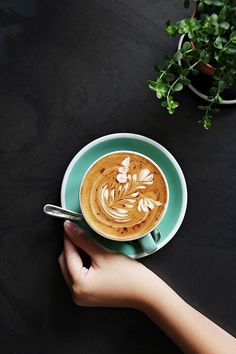 Such a beautiful display of latte art! Makes me want to be a barista again! Coffee Latte Art, Coffee Is Life, I Love Coffee, Coffee Cafe, Coffee Break, My Coffee, Coffee Drinks, Morning Coffee, Coffee Lovers