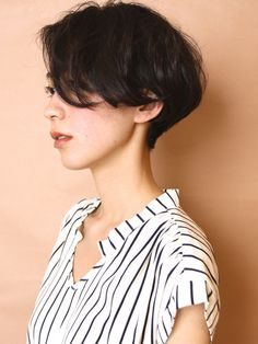 Very short bob. Adult French short to make to clean the back of the head Cut My Hair, Love Hair, New Hair, Hair Cuts, Short Thin Hair, Girl Short Hair, Shot Hair Styles, Curly Hair Styles, 90s Hairstyles