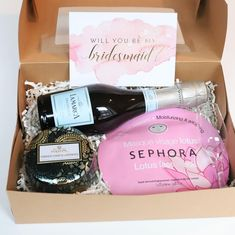 Had lots of fun making my bridesmaid and maid of honor proposal boxes! Super easy to do and used lots of my favorite products. Bridesmaid Proposal Box, Bridesmaid Boxes, Asking Bridesmaids, Will You Be My Bridesmaid, Will You Be My Maid Of Honor, Pregnant Bridesmaid, Maternity Fashion Dresses, Made Of Honor, Navy Blue Bridesmaid Dresses