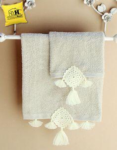 Coppia di asciugamani in colore beige della GEOMETRIE COLLECTION con crochet in colore naturale