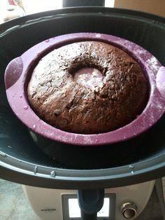 Dieses Rezept für einen Schokoladenkuchen im Varoma ist ein Traum Zutaten: 50 g Zartbitterschokolade 70 g Butter 2 Eier 120 g Zucker 20 g Backkakao 100 g Milch 160 g Mehl 1 TL Backpulver (1,5 Liter…