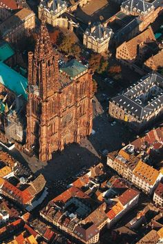 An overhead view of the Strasbourg Cathedral Monuments, Places To Travel, Places To See, Reims France, Strasbourg Cathedral, Haute Marne, Ville France, Beautiful Castles, Grand Tour