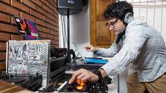 Cómo vencer al caos digital  Julián Di Pace Herrera, que trabaja como DJ, plantea que la organización digital es clave para su tarea Diego Spivacow / AFV