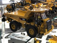 Diecast Masters Spielwarenmesse 2018 Caterpillar Toys, Model Truck Kits, Toys In The Attic, Tonka Toys, Dump Truck, Diecast Models, Heavy Equipment, Scale Models, Hot Wheels