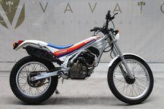 Honda Dirt Bike, Dirt Bikes, Trial Bike, Mechanical Art, Motorcycle Art, Trail Riding, Bmx, Trials, Motorbikes
