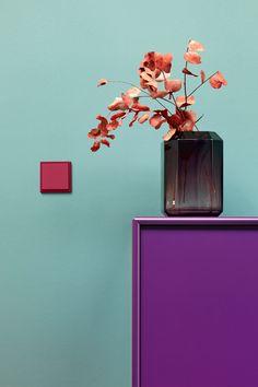 Albrecht JUNG Lichtschalter in Les Couleurs® Le Corbusier 32101 rouge rubia Le Corbusier, House Color Schemes Interior, Interior Design, Color Inspiration, Interior Inspiration, Interior Ideas, Aesthetic Space, Purple Interior, Sofa Colors