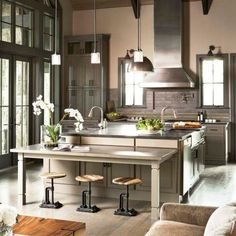 This beautiful design shows a great use of space that allows for natural lighting. The long cabinets leave room for windows, while two sinks with a large kitchen island and an instant table maximize the room for meal prep and hosting .   Visit our website for more kitchen design inspiration (link in bio) 😍  📷 Linda McDougald Design  . . . . . . . . .  #ekkbhome #dailydecordose #ihavethisthingwithcolour #houseenvy #myhomeforHP #topstylefiles #furnituredecor #minimalistfurniture…