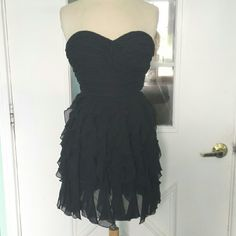 "B.Smart Strapless Black Dress w/Ruffled Skirt A ruffled confection in black chiffon perfect for summer parties or that special date.  From B. Smart,  it's size 7/8, it won't zip on my form so best size fit would be a 4.  Total length measured front unerarm is 25"".   In very good condition. B. Smart Dresses Mini"
