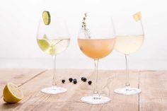 Si vous avez envie de changement pendant les fêtes et d'éviter l'ennuyant remplissage de flûtes à la chaîne, essayez nos propositions de cocktails au champagne