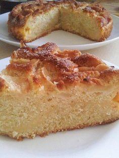 Apple and Custard Cake - www.cookiescakesandbakes.wordpress.com