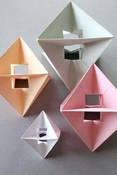 Ein Hommage an einem meiner älteren DIY Origami Anleitungen, DIY Modular Spinner. Dieses nenn ich Design Spinner, weil ich es sehr trendy finde. Und durch die Pastellfarben sind sie auch sehr desig...