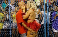 Mendigata beija Amin Khader e leva um aperto no bumbum