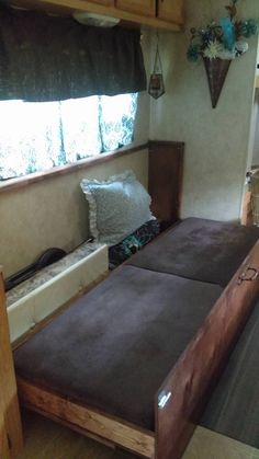 travel trailers porch Airstream i Camper Curtains, Diy Curtains, Airstream, Travel Trailer Decor, Travel Trailers, Camper Trailers, Camper Table, Bed Bar, Dining Booth