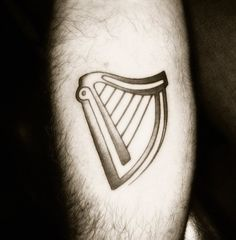 Guinness Harp - I want something to represent my erasmus Body Art Tattoos, New Tattoos, I Tattoo, Tattoos For Guys, Tatoos, Irish Tattoos, Irish Traditions, Harp, Black And Grey Tattoos